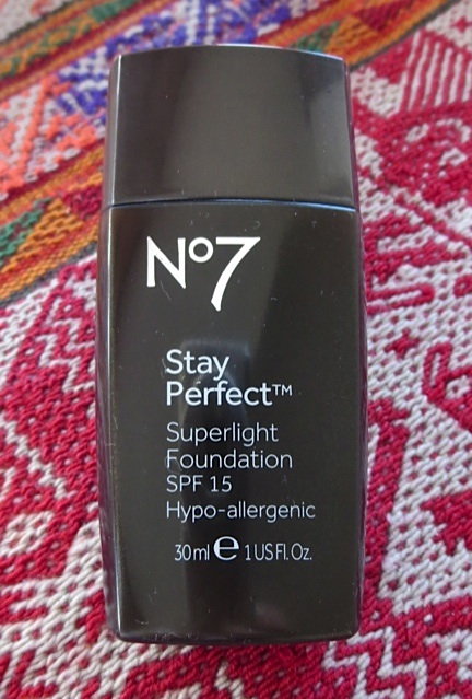 HReview: Boots No7 Stay Perfect Superlight Foundation